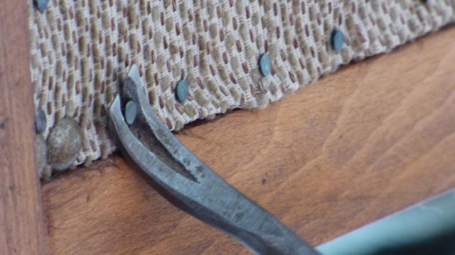 réparation d'un meuble ancien pour l'hotel la tonnellerie de tavers près de beaugency