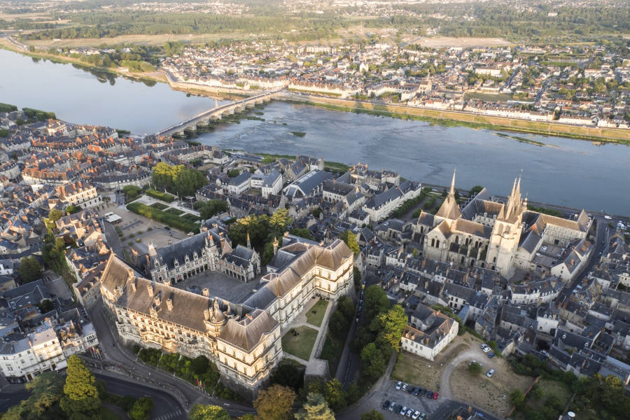 chateau de Blois au milieu des chateaux de la Loire sur le circuit de la Loire à vélo