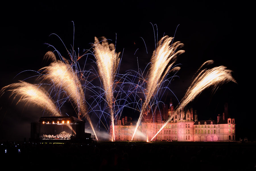 le chateau de Chambord en Val de Loire vue de nuit au cours d'un festival