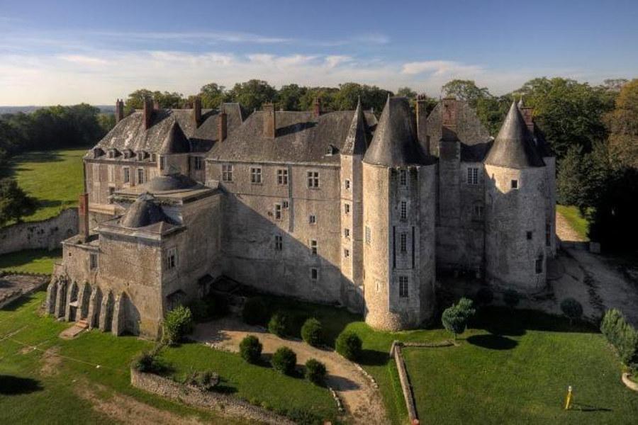 un des chateaux de loire insolite Meung sur Loire qui a accueilli Jeanne d'Arc il propose de nombreuses animations famille