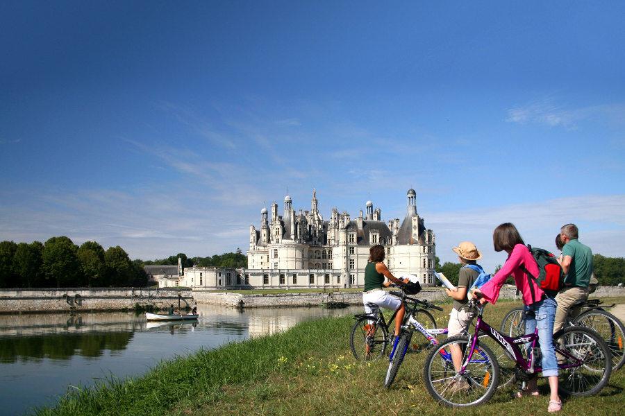 ballade en vélo ou en barque autour du Chateau de Chambord dans la région Centre