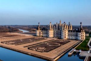 Chateaux de Chambord et ses jardins à la Francaise dans la région Centre Val de Loire