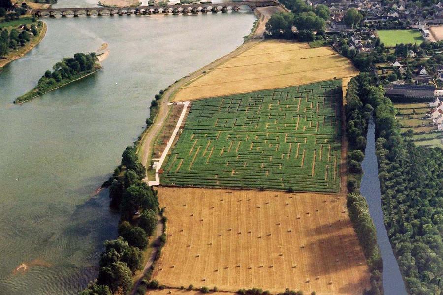 labyrinthe de Beaugency activité pour les famille sur les bords de Loire dans le Loiret entre Orléans et Blois