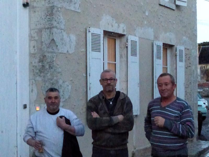 Equipe Da Silva ravalement devant une partie de la façade rénovée de l'hotel ecolabel la tonnellerie de Tavers