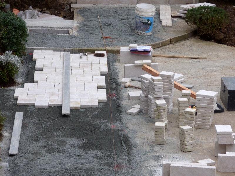 amenagement de la terrasse en pierre naturelle de hotel la tonnellerie de tavers pres de beaugency