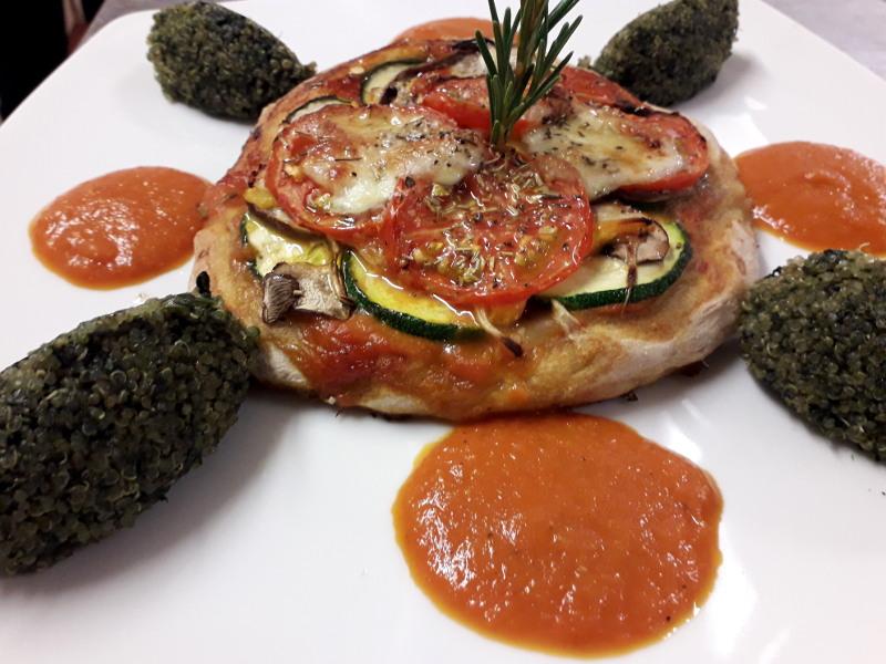 pizza vegetarienne servie dans la restaurant de hotel la tonnellerie dans la région des chateaux de la loire