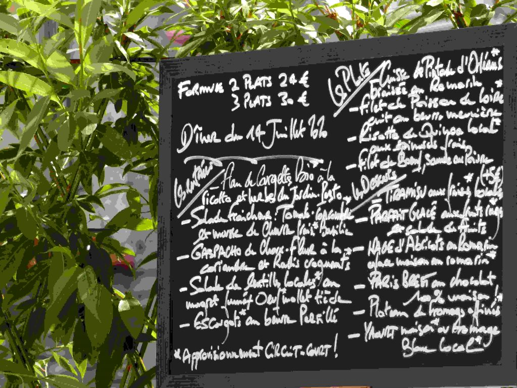 Ardoise proposant les plats du jour aux résidents de hotel la Tonnellerie dans la région des chateaux de la Loire
