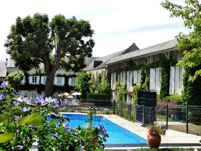 Piscine et jardin de hotel la tonnellerie maison d'hotes de groupe entre Orléans et Blois
